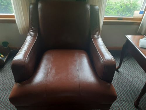 Picture of leather club chair after repair with leather filler and Rub n Restorea